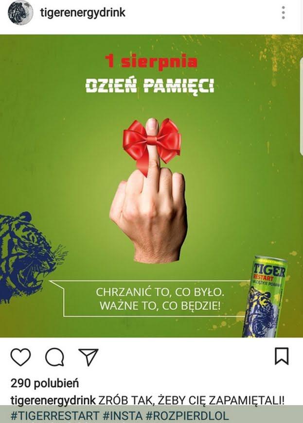 """Zrzut ekranu z profilu instagramowego Tiger energy drink. Na zielonym tle napis """"1 sierpnia dzień pamięci"""", a poniżej dłoń w geście """"fuck you"""" zwrócona w stronę odbiorcy. Na wyprostowanym środkowym palcu czerwona kokardka. Pod spodem Głowa tygrysa z komiksowym """"dymkiem"""", mówiąca """"Chrzanić to, co było, ważne to, co będzie"""". Na prawo od dymka puszka napoju Tiger."""