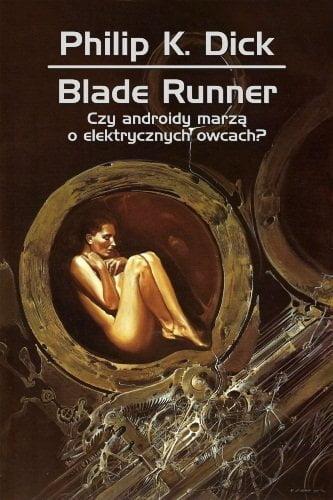 """Okładka jednego z polskich wydań powieści Philipa K. Dicka pt. """"Czy androidy marzą o elektrycznych owcach"""". Przedstawia nagą kobietę w pozycji embrionalnej spoczywającą w otwartej metalowej kapsule"""